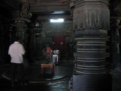 Halebid temple inside IMG_3082